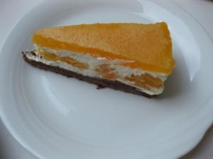 18 Pfirsich-Melba-Torte - Ein Stück Torte